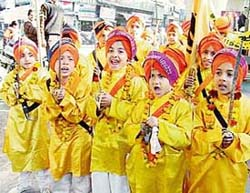 Young devotees participate in the Nagar Kirtan to commemorate the birth anniversary of Guru Gobind Singh in Ludhiana